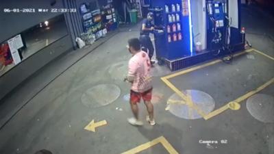 Motochorros roban seguido dos estaciones de servicios en Asunción
