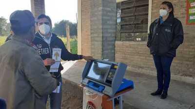 Comunidades indígenas de Puerto Pinasco aprenden uso de máquinas de votación