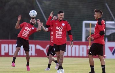 Eliminatorias: Berizzo ya maneja un probable once ante Uruguay