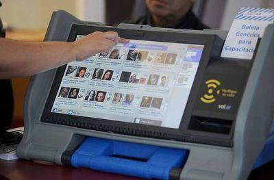 Máquinas de votación no tienen datos cargados ni sistema de almacenamiento, recuerda TSJE