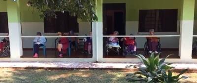 Abuelitos de hogar con COVID-19 necesitan oxígeno y medicamentos