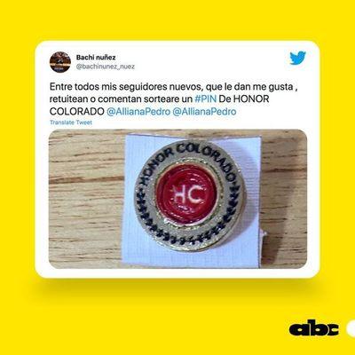 Bachi Núñez quiere sortear un pin de Honor Colorado, pero es blanco de burla