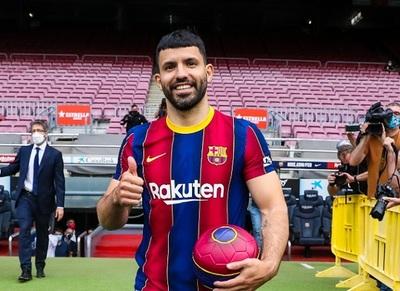 Agüero ganará 17 millones de euros menos en el Barcelona