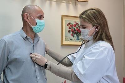 COVID-19: se debe iniciar tratamiento antes de una complicación