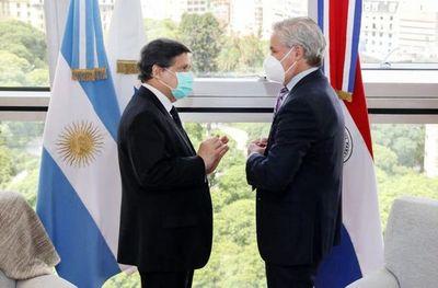 Acevedo viajó a Argentina para reunión con su par y con farmacéutica autorizada a producir Sputnik V
