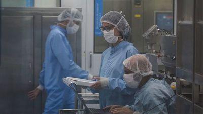 Brasil recibe materia prima para fabricar la AstraZeneca