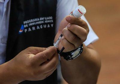 Docentes piden ser incluidos en la segunda fase de vacunación