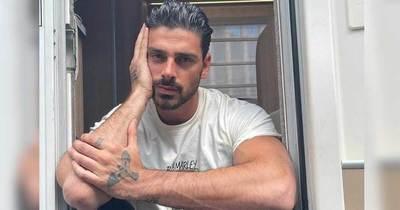 Michele Morrone actor de la famosa saga 365 DNI desmiente rumores sobre su sexualidad