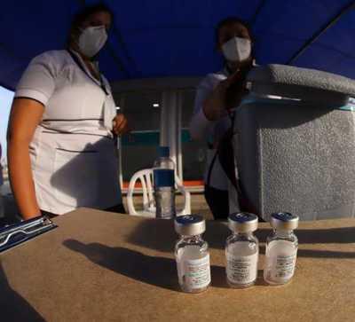 Vacunas anticovid a docentes protegerán al sistema educativo, según ministro Brunetti