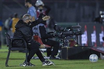 Tabárez cuestiona con todo al VAR por el gol anulado a Uruguay