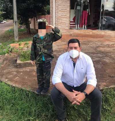 """El """"dormilón"""" Cardozo sigue poniendo FIRME a niños en su campaña PROSELITISTA"""