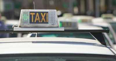 ¿Por qué las autoridades de Madrid prohibieron a los taxistas usar camisas de flores?