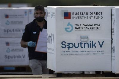 Vacunas rusas: cuántas dosis de Sputnik V llegarán desde Argentina