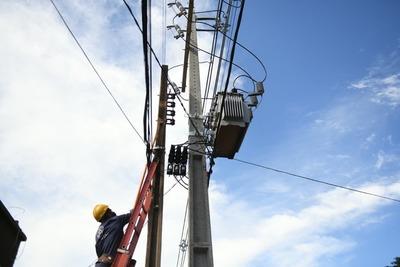 Instalan casi 1.700 transformadores para fortalecer distribución eléctrica