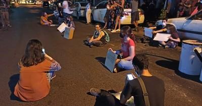 La Nación / Exigen justicia para Isaura Bogado frente a sede de la Fiscalía