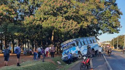 Colectivos chatarras siguen circulando en las avenidas de CDE