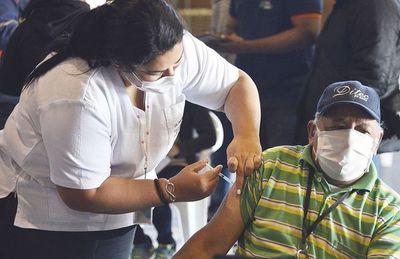 Miles de muertes se pudieron evitar con una vacunación anticovid oportuna