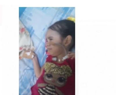 Madre de niña ruega que la conecten a respirador: «Yo pienso que le están queriendo matar a mi hija»