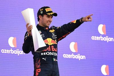 Sergio Pérez reina en el caos del Gran Premio de Azerbaiyán