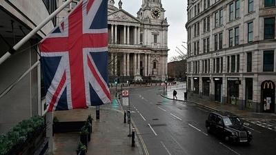 Reino Unido analiza postergar el fin de las restricciones por una cepa más contagiosa