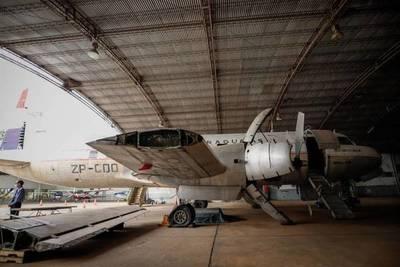 Recuperan avión abandonado por décadas en Paraguay