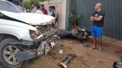 Luque: Camioneta embiste motocicleta del Grupo Lince y deja un herido