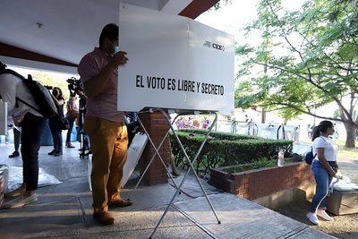 La votación en las elecciones mexicanas termina sin graves altercados