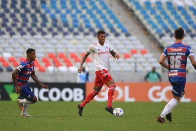 El Fortaleza golea al Inter, lidera en Brasil y complica al español Ramírez