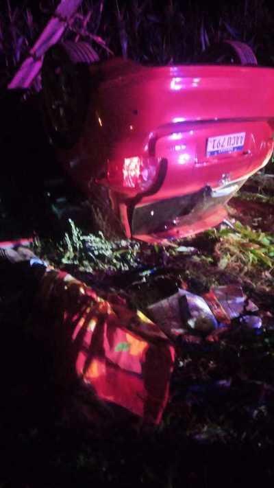 Abogado muere al volcar y estrellarse con su auto contra columna de la ANDE