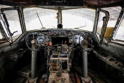 Amantes de la aviación recuperan un avión abandonado por décadas en Paraguay