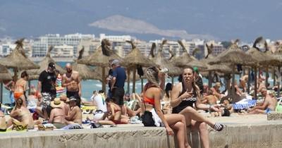 La Nación / España reabre sus playas a los turistas vacunados