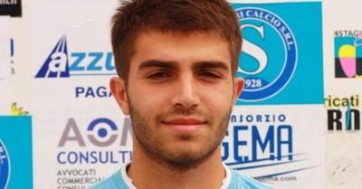 Futbolista italiano muere durante un partido en homenaje a su hermano fallecido