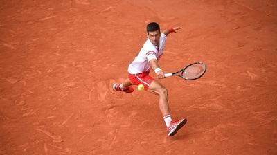 Un Djokovic en aprietos remonta a Musetti y avanza a cuartos de final
