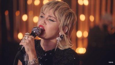 Miley Cyrus: «Amo a Billie Eilish, me encantaría trabajar con ella»