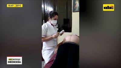 Intensivistas usan cámaras de goma para internar a embarazadas conectadas a respiradores