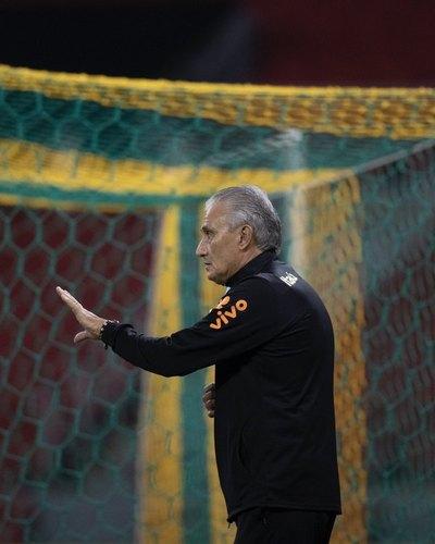 Tite dice que el partido ante Paraguay es 'desafiante' por la tensión en Brasil