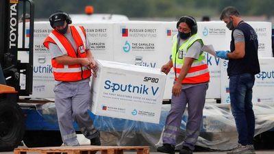 Avión con Sputnik V para Paraguay llega a Argentina