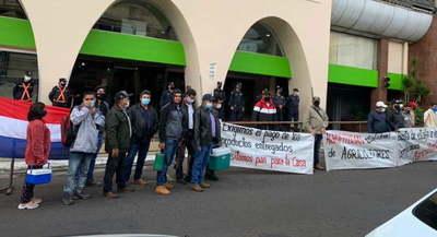 Productores de manifiestan frente al MAG para que intervengan en el caso AGROFITOSAN