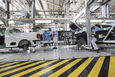 La producción de vehículos se estanca en Brasil por la escasez de semiconductores