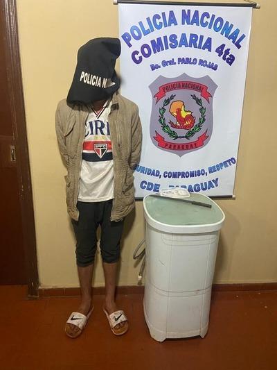 Atrapan a ratero que ingresó a una vivienda para robar una lavarropa