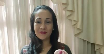 La Nación / Emprendedores LN: inspirada en su segunda hija crea hermosos y delicados tocados para damas