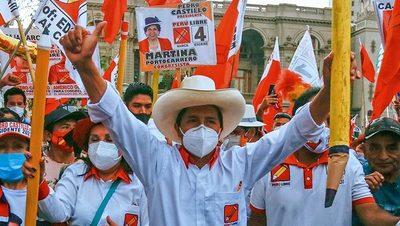 Pedro Castillo se mantiene adelante en las elecciones de Perú, al 94,9 % de votos