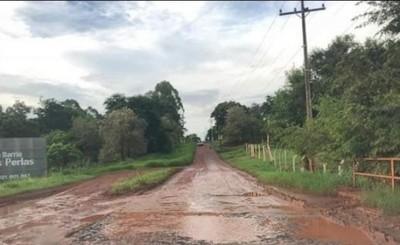 """Vecinos del Km 9 Acaray pide """"Asfalto Ya"""" a la Itaipu y al MOPC"""