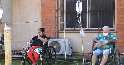 La Nación / Oscuro panorama en Clínicas: 5 a 6 muertes diarias por COVID-19