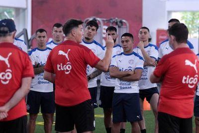 La selección paraguaya parte hacia el Defensores del Chaco