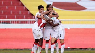 Perú da un golpazo en la altura de Quito