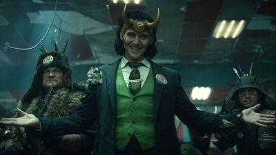 Loki viaja en el tiempo para presentarse en sociedad en Londres
