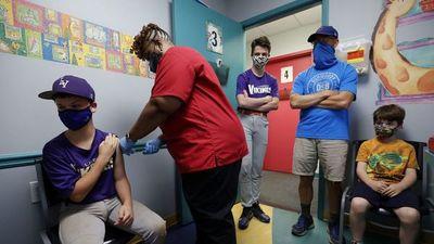 Expertos urgen vacunar a jóvenes en EEUU por temor a variante Delta