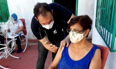 Muy pronto habilitarán vacunación para personas de 50 a 59 años, aseguran