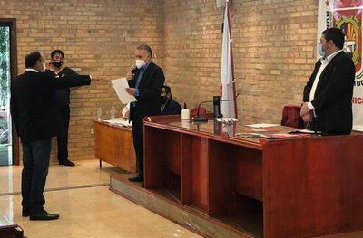 Jura nuevo concejal de CDE